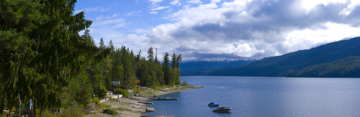 Lake Front Property at Shuswap Lake, British Columbia, Canada Shutterstock/ Dolce Vita