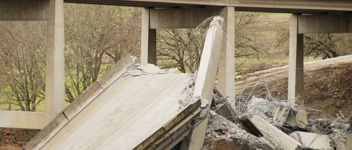 crumbling infrastructure Shutterstock/TFoxFoto | WH Doubts Infrastructure Can Pass In 2018