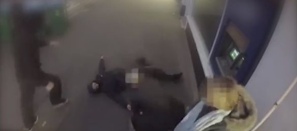 A man is knocked out while robbing a woman (Screenshot / LiveLeak)