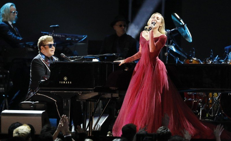 "60th Annual Grammy Awards – Show – New York, U.S., 28/01/2018 – Elton John and Miley Cyrus perform ""Tiny Dancer."" REUTERS/Lucas Jackson"