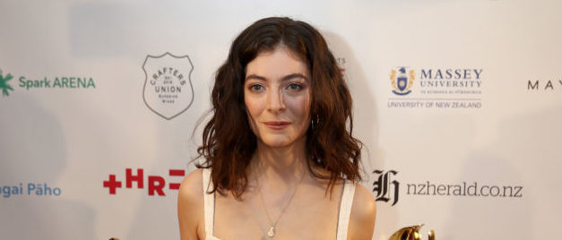 AUCKLAND, NEW ZEALAND - NOVEMBER 16: Lorde poses with her six Vodafone Music Awards at the 2017 Vodafone New Zealand Music Awards on November 16, 2017 in Auckland, New Zealand. (Photo by Phil Walter/Getty Images)