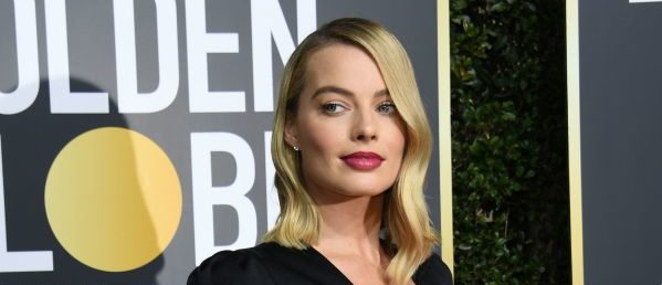 Actress Margot Robbie arrives for the 75th Golden Globe Awards on January 7, 2018, in Beverly Hills, California. / AFP PHOTO / VALERIE MACON (Photo credit should read VALERIE MACON/AFP/Getty Images)