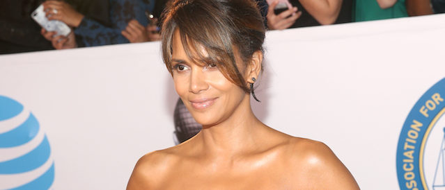 PASADENA, CA - JANUARY 15: Halle Berry attends the 49th NAACP Image Awards at Pasadena Civic Auditorium on January 15, 2018 in Pasadena, California. (Photo by Jesse Grant/Getty Images for NAACP )