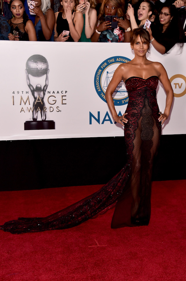 Halle Berry Stuns On Red Carpet In Jaw-Dropping Strapless Sheer ...
