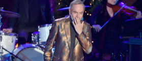 NEW YORK, NY - NOVEMBER 30: Neil Diamond performs at the 84th Rockefeller Center Christmas Tree Lighting at Rockefeller Center on November 30, 2016 in New York City. (Photo by Theo Wargo/Getty Images)