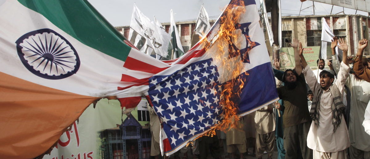 Pakistani activists burn Indian, U.S. and Israeli flags at a rally in Quetta, Pakistan, August 14, 2015. REUTERS/Naseer Ahmed