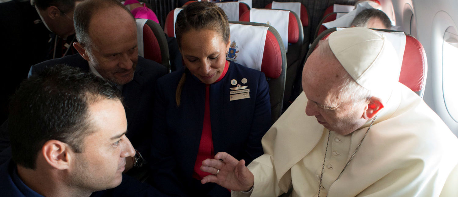 Pope Francis celebrates the marriage of crew members Paula Podest (C) and Carlos Ciufffardi (L) during the flight between Santiago and the northern city of Iquique, Chile January 18, 2018. Osservatore Romano/Handout via REUTERS