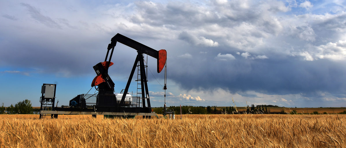 Oil field pump jack. Shutterstock/Pam Walker