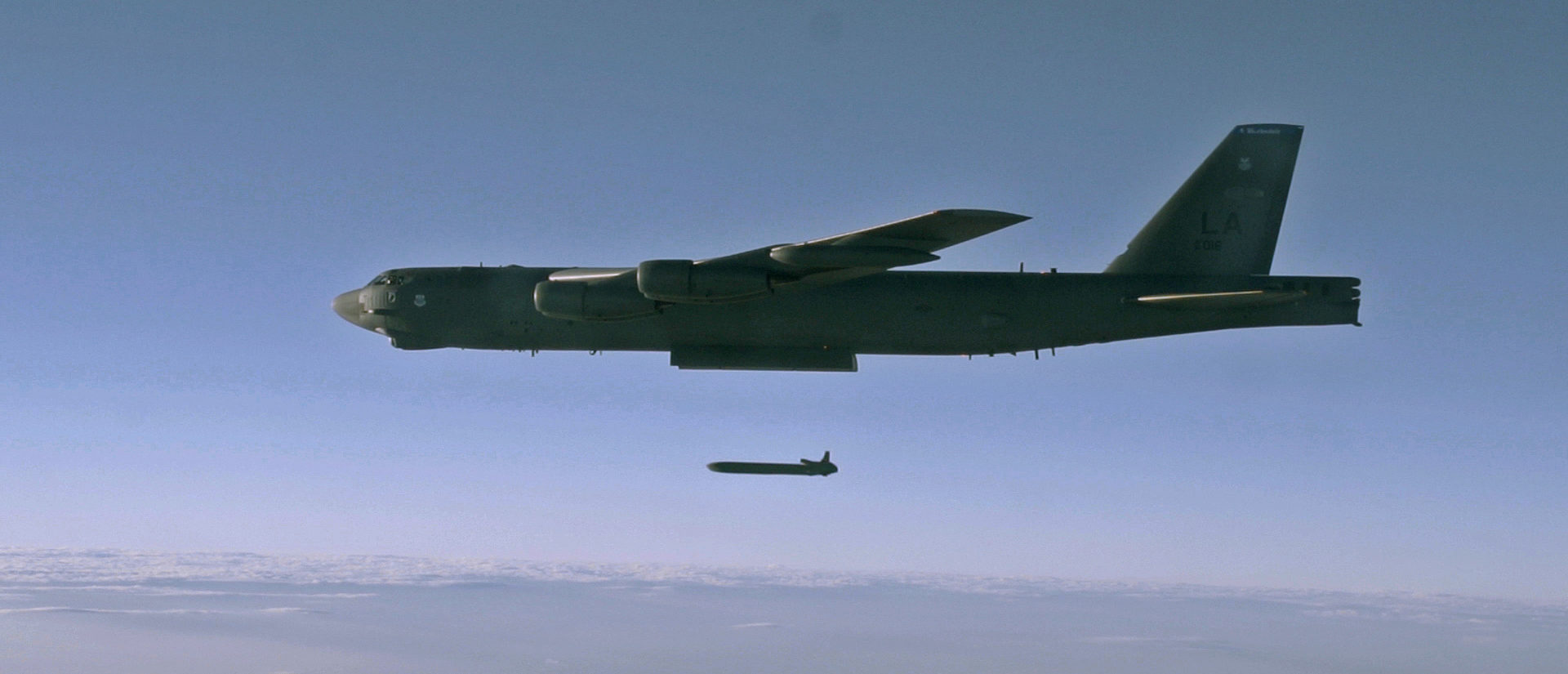 An unarmed AGM-86B Air-Launched Cruise Missile is released from a B-52H Stratofortress over the Utah Test and Training Range during a Nuclear Weapons System Evaluation Program sortie, 80 miles west of Salt Lake City, Utah, September 22, 2014.  Air Force/Staff Sgt. Roidan Carlson/Handout via REUTERS