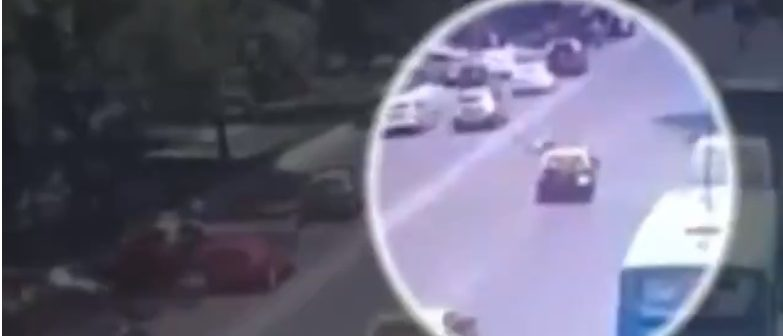 The thief is hit by a taxi (Screenshot / LiveLeak)