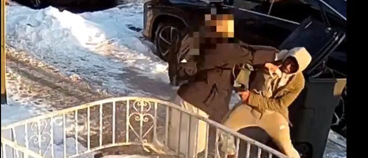 A teen resists an armed mugging (Screenshot / LiveLeak)
