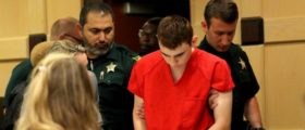 Nikolas Cruz, facing 17 charges of premeditated murder in the mass shooting at Marjory Stoneman Douglas High School in Parkland, appears in court for a status hearing before Broward Circuit Judge Elizabeth Scherer in Fort Lauderdale, Florida, U.S. February 19, 2018.   REUTERS/Mike Stocker/Pool
