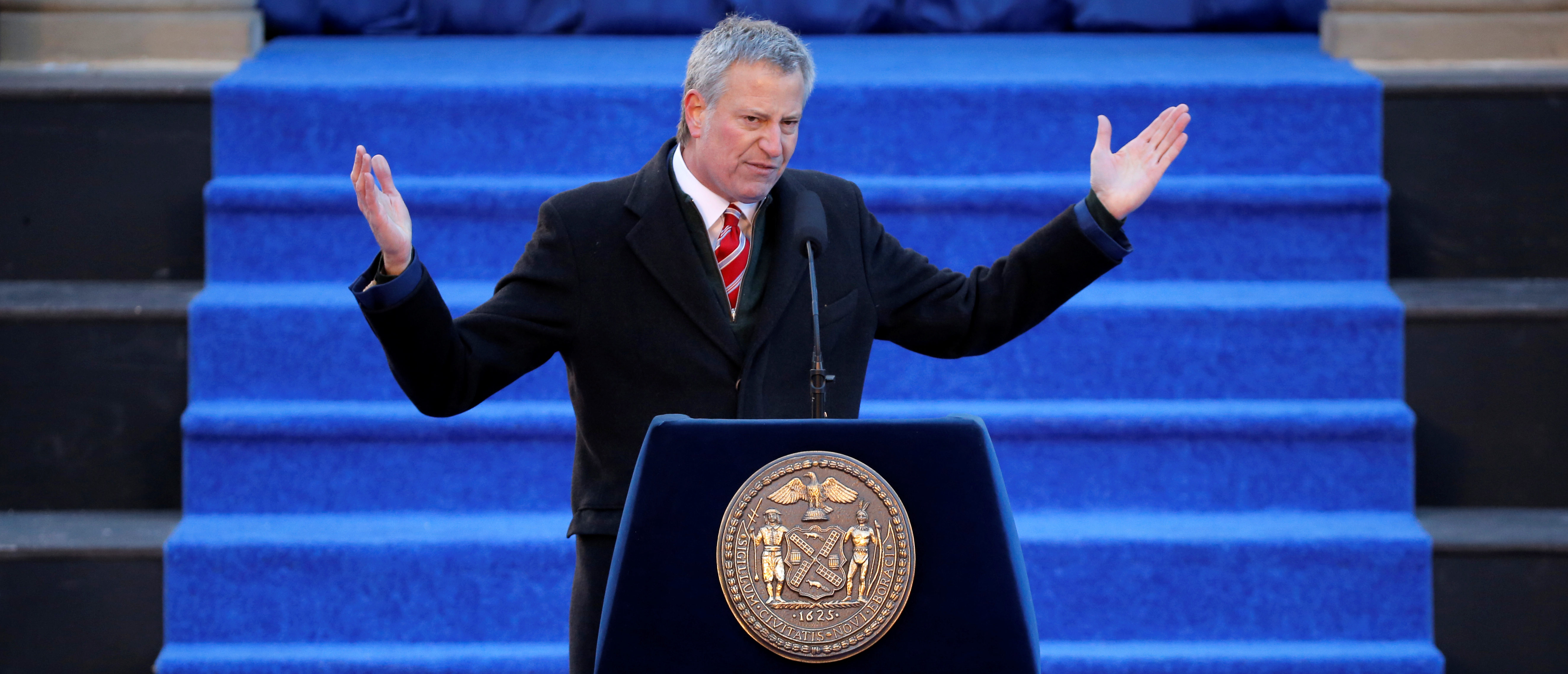 New York City Mayor Bill de Blasio delivers remarks at his 2018 Inaugural Ceremony at City Hall in Manhattan, New York, U.S., January 1, 2018. REUTERS/Andrew Kelly | De Blasio Backs Heroin Injection Sites