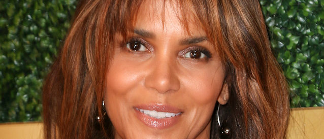 LOS ANGELES, CA - FEB 27: Celebrity arrival at the 6th Annual ICON MANN Pre-Oscar Dinner at Beverly Wilshire Hotel on February 27, 2018 in Beverly Hills, CA Pictured: Halle Berry Ref: SPL1664210 280218 Picture by: @ParisaMichelle / Splash News