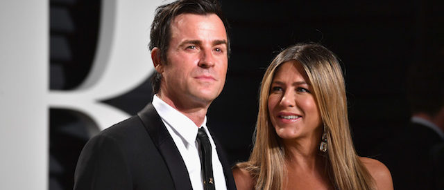 BEVERLY HILLS, CA - FEBRUARY 26: Actors Justin Theroux and Jennifer Aniston attend the 2017 Vanity Fair Oscar Party hosted by Graydon Carter at Wallis Annenberg Center for the Performing Arts on February 26, 2017 in Beverly Hills, California. (Photo by Pascal Le Segretain/Getty Images)