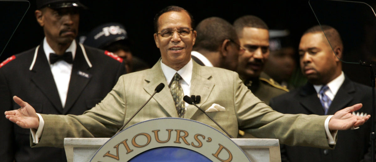 Nation of Islam leader Louis Farrakhan closes his address to the annual Saviours' Day convention in Detroit, Michigan February 25, 2007. [REUTERS/Rebecca Cook]
