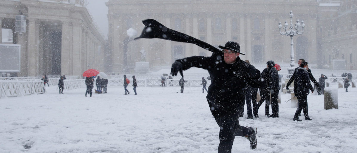 A young priest throws a snow ball during a heavy snowfall in Saint Peter's Square at the Vatican February 26, 2018. REUTERS/Max Rossi TPX IMAGES OF THE DAY - RC177214EB40