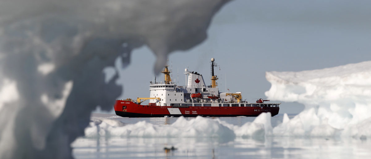 The Canadian Coast Guard icebreaker Henry Larsen is pictured in Allen Bay in Resolute, Nunavut August 25, 2010.       REUTERS/Chris Wattie       (CANADA - Tags: MILITARY) - GM1E68Q0AUP01