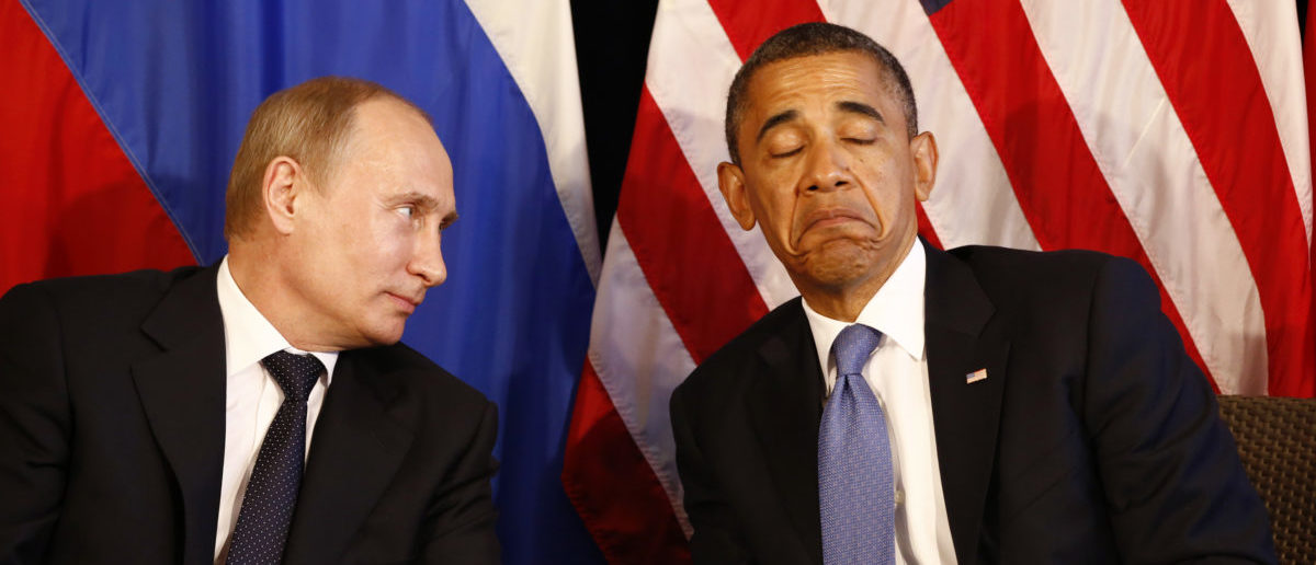 U.S. President Barack Obama (R) meets with Russia's President Vladimir Putin in Los Cabos, Mexico, June 18, 2012. The leaders are in Los Cabos to attend the G20 summit. REUTERS/Jason Reed (MEXICO - Tags: POLITICS) - GM1E86J08TQ01