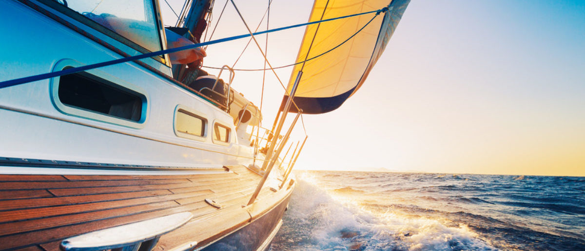 Colorado couple sinks Sailboat (Credit: Shutterstock)