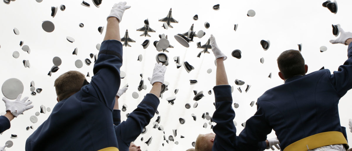 F-16's from the Thunderbirds fly overhead as graduates toss their caps in the air at the conclusion of the Air Force Academy graduation ceremony in Colorado Springs, Colorado May 28, 2008.  REUTERS/Kevin Lamarque