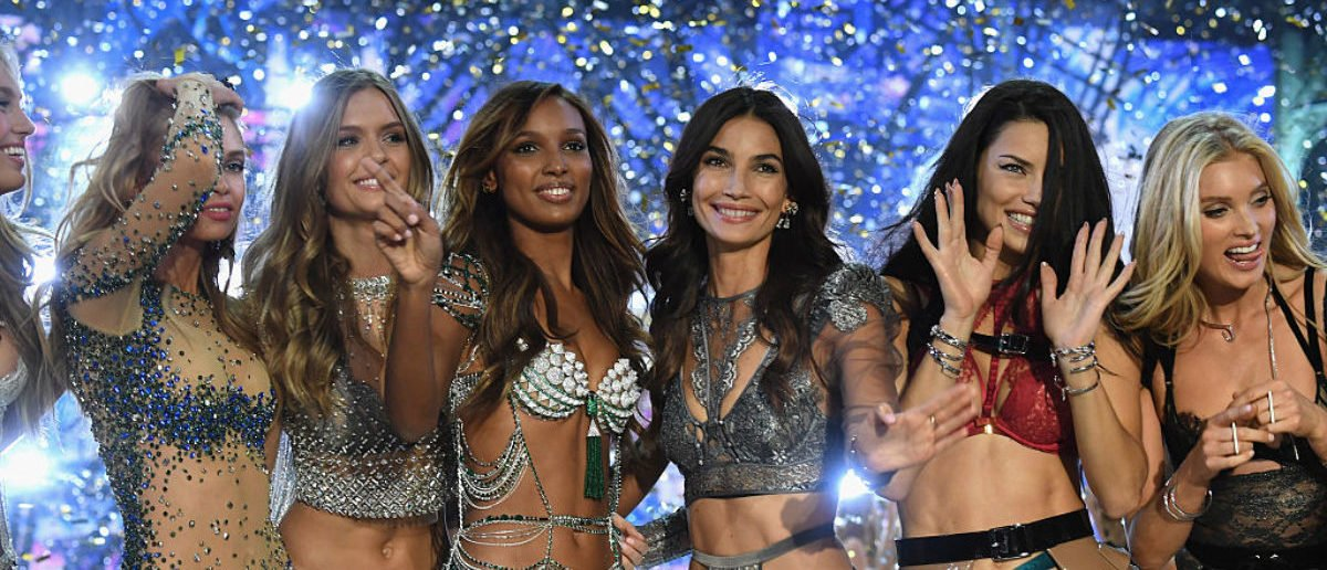 PARIS, FRANCE - NOVEMBER 30: (L-R) Josephine Skriver, Jasmine Tookes, Lily Aldridge, Adriana Lima and Elsa Hosk walk the runway at the Victoria's Secret Fashion Show on November 30, 2016 in Paris, France. (Photo by Pascal Le Segretain/Getty Images for Victoria's Secret)