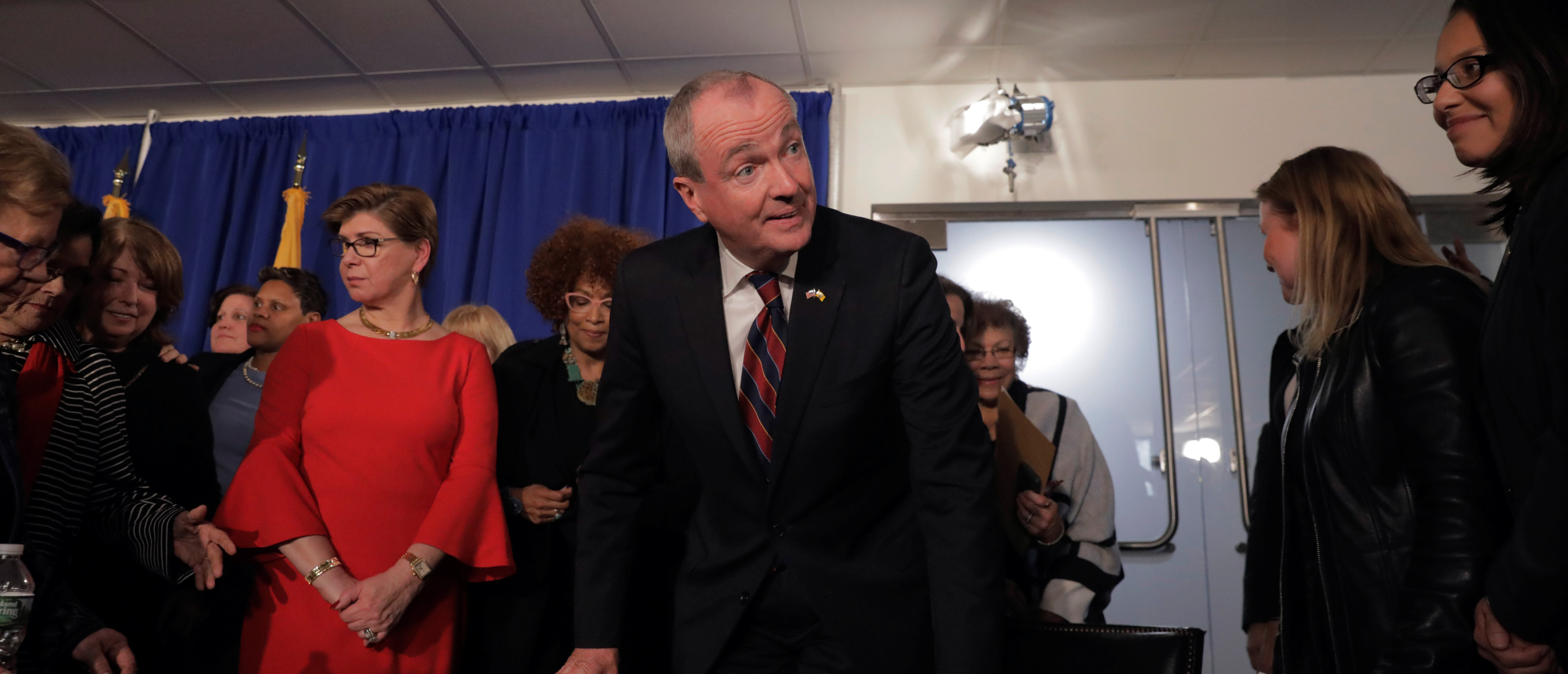 New Jersey Governor Phil Murphy takes part in a signing ceremony for his first executive order the day he took his oath of office in Trenton, New Jersey, U.S., January 16, 2018. REUTERS/Lucas Jackson - RC156B8E6CC0