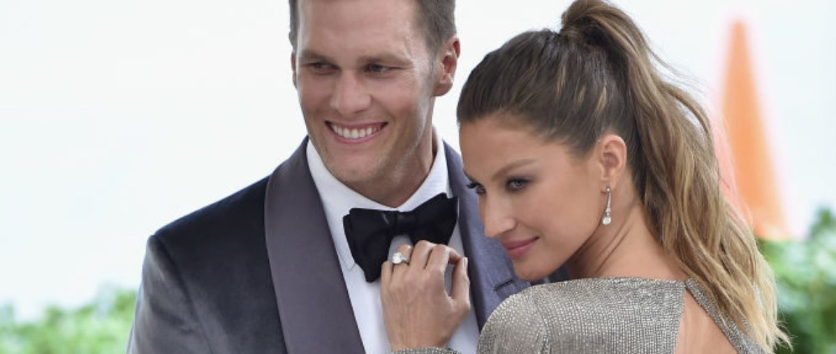 """NEW YORK, NY - MAY 01:  Tom Brady (L) and Gisele Bundchen attend the """"Rei Kawakubo/Comme des Garcons: Art Of The In-Between"""" Costume Institute Gala at Metropolitan Museum of Art on May 1, 2017 in New York City.  (Photo by Theo Wargo/Getty Images For US Weekly)"""