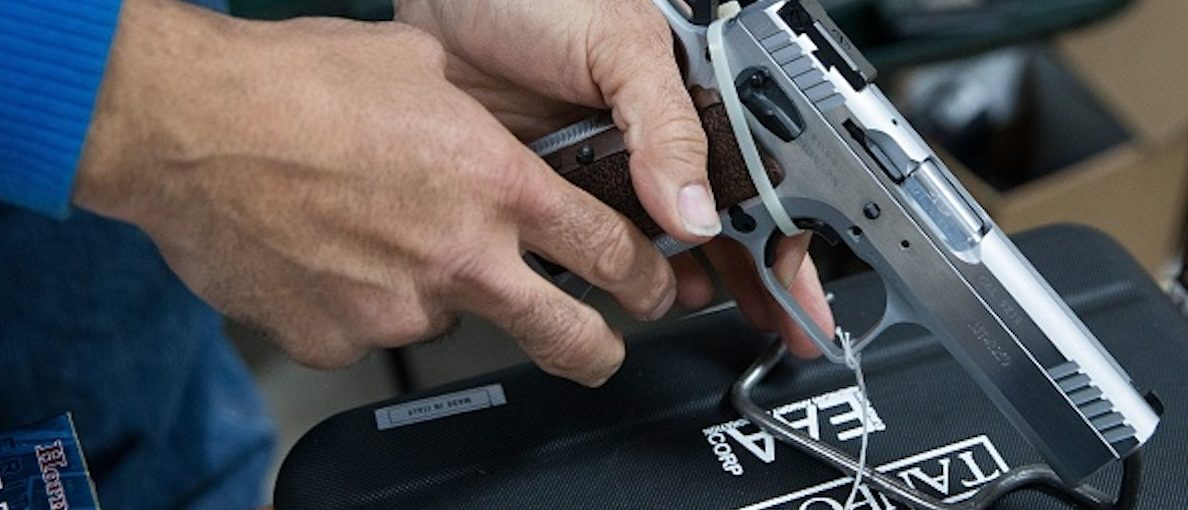An exhibitor adjusts a handgun during the Sweetwater Rifle and Pistol Club show at Nolan County Coliseum on  March 11, 2018 in Sweetwater, Texas.  | Photo: LOREN ELLIOTT/AFP/Getty Images