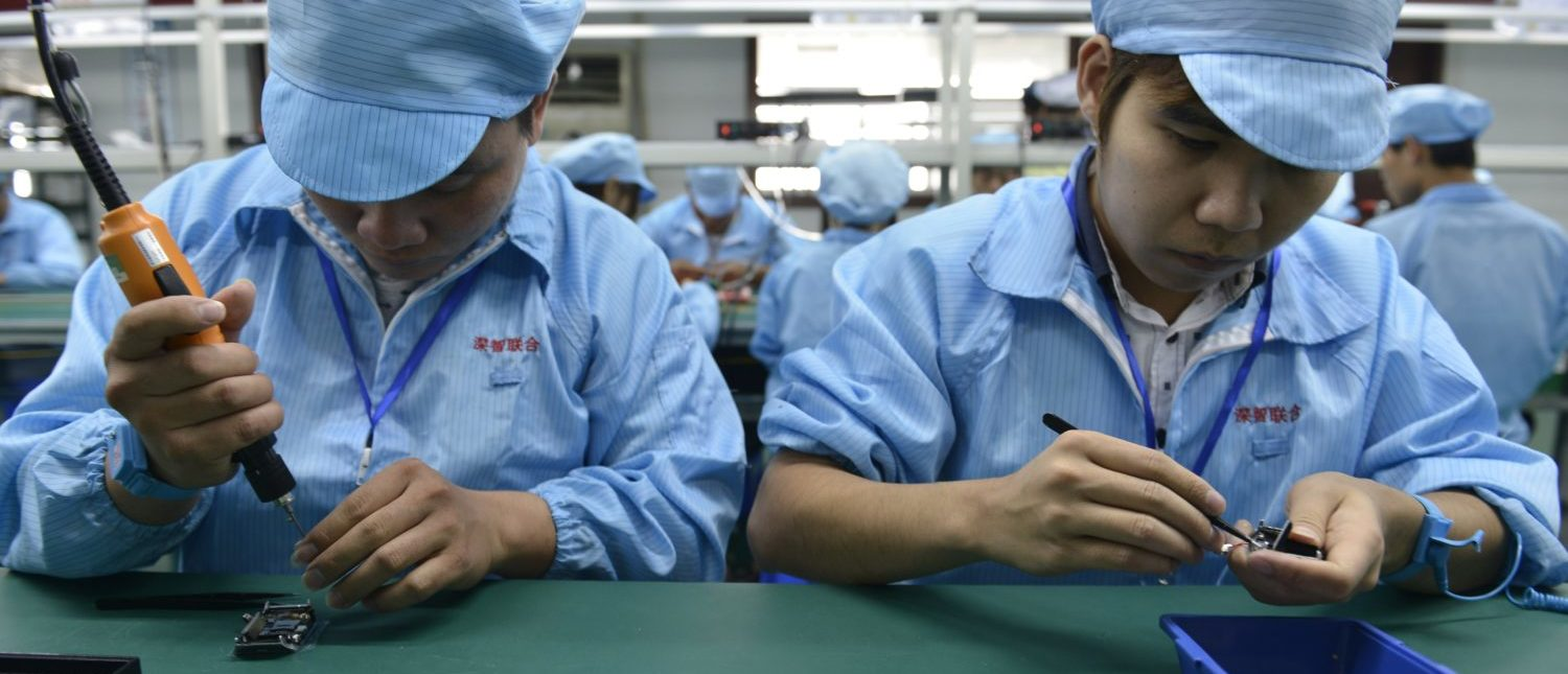 This picture taken on April 22, 2015 shows Chinese workers assembling a cheaper local alternative to the Apple Watch in a factory producing thousands every day in Shenzhen, in southern China's Guangdong province. The much-hyped Apple Watch goes on sale on April 24, but Chinese factories are already churning out cheaper alternatives to the apparent delight of local consumers. (Photo: STR/AFP/Getty Images)