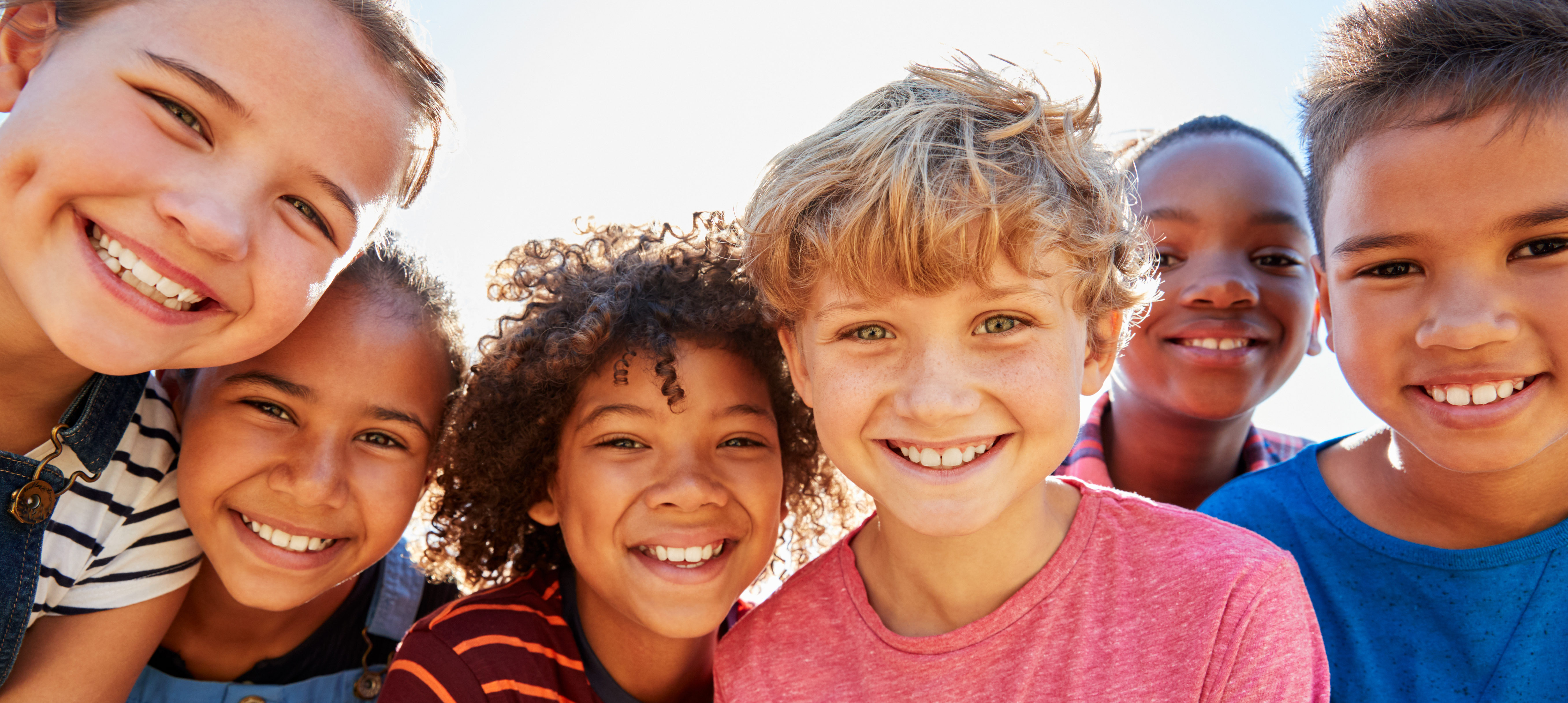 Close up of pre-teen friends in a park smiling to camera (Shutterstock/Monkey Business Images) | PP At Middle School Fair Angers Parents
