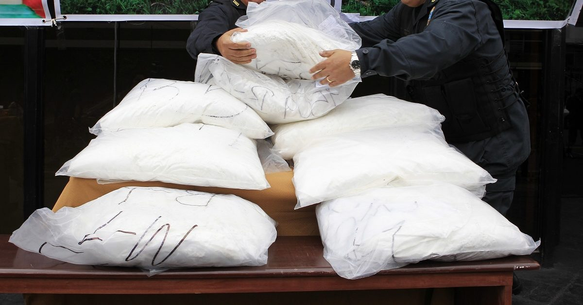 Police officers display confiscated cocaine packages before a presentation to the media at a police station in Lima September 26, 2012. About 850 kg of cocaine, two aircrafts and weapons were seized by anti-narcotics police after operations held in September in the jungle regions of Ucayali and Junin, according to the police. REUTERS/Enrique Castro-Mendivil