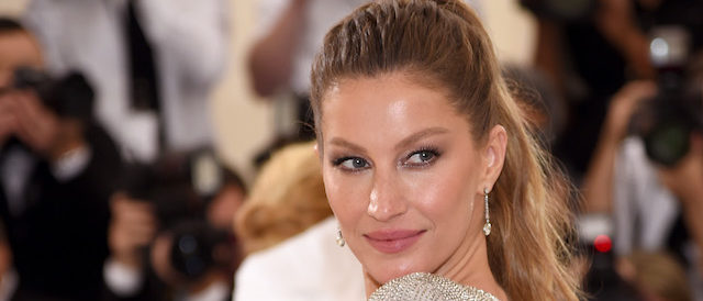 """Co-Chairperson Gisele Bundchen attends the """"Rei Kawakubo/Comme des Garcons: Art Of The In-Between"""" Costume Institute Gala at Metropolitan Museum of Art on May 1, 2017 in New York City. (Photo by Dimitrios Kambouris/Getty Images)"""