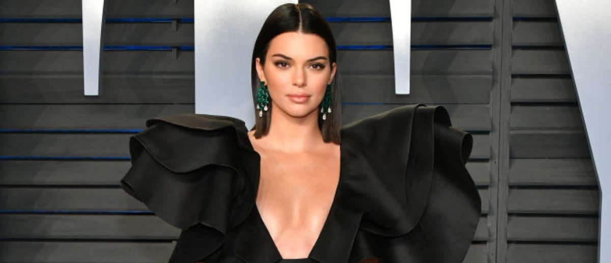 BEVERLY HILLS, CA - MARCH 04: Kendall Jenner attends the 2018 Vanity Fair Oscar Party hosted by Radhika Jones at Wallis Annenberg Center for the Performing Arts on March 4, 2018 in Beverly Hills, California. (Photo by Dia Dipasupil/Getty Images)