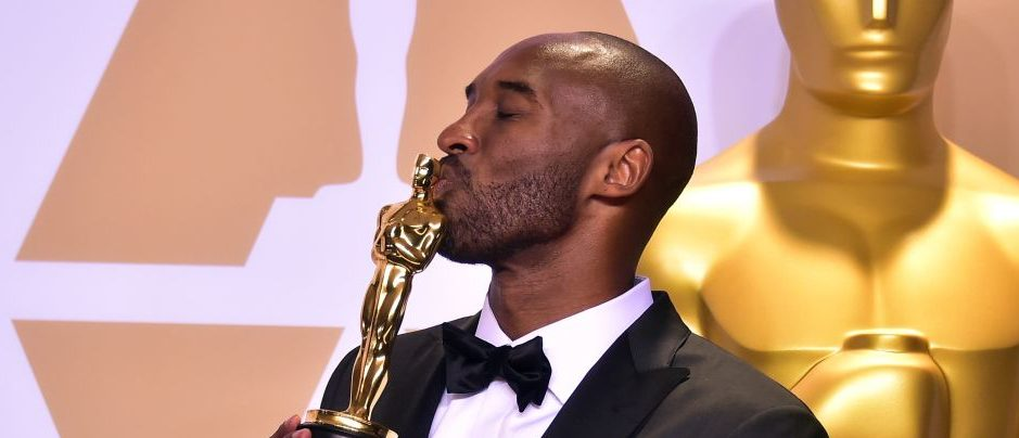 "Kobe Bryant poses in the press room with the Oscar for Best Animated Short Film for ""Dear Basketball,"" during the 90th Annual Academy Awards on March 4, 2018, in Hollywood, California. (Photo: FREDERIC J. BROWN/AFP/Getty Images)"