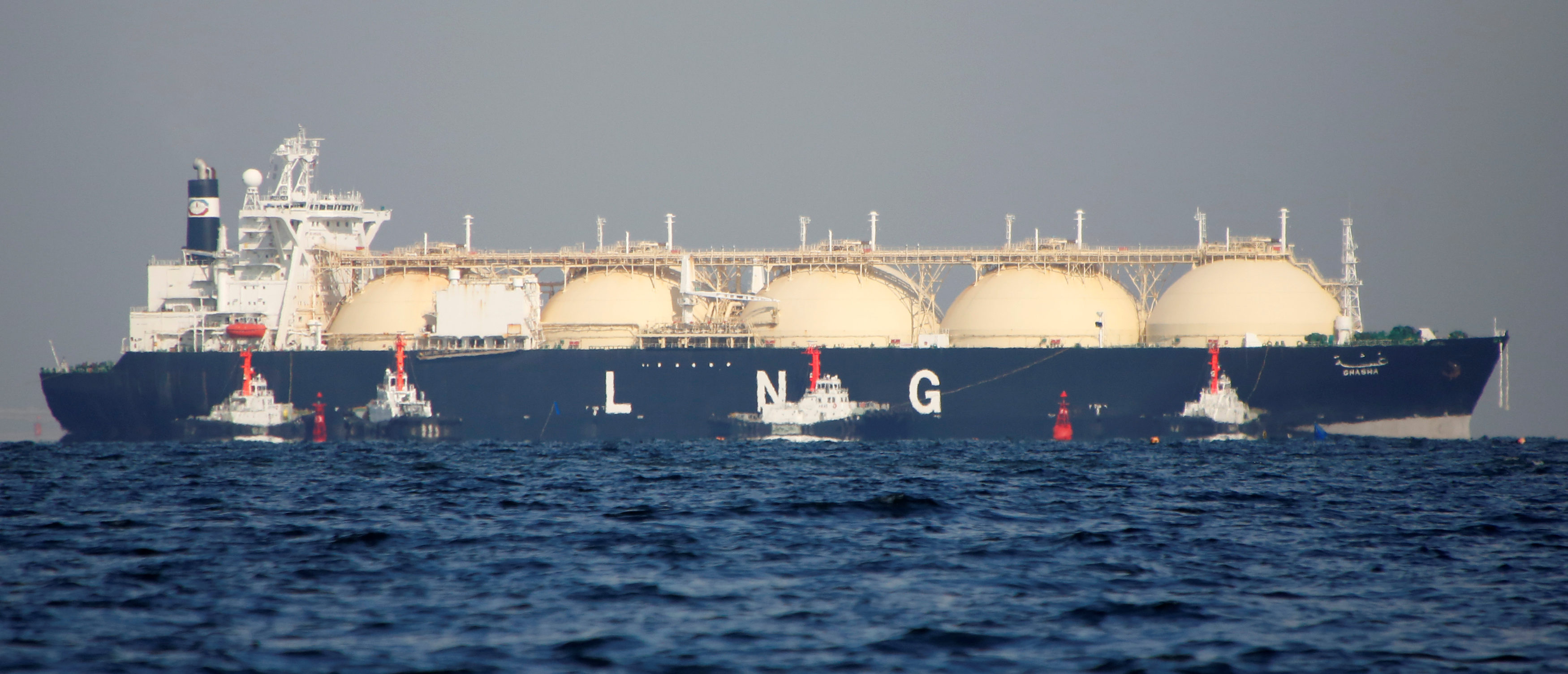 A liquefied natural gas (LNG) tanker is tugged towards a thermal power station in Futtsu, east of Tokyo, Japan November 13, 2017. Picture taken November 13, 2017. REUTERS/Issei Kato   US Makes History On Natural Gas
