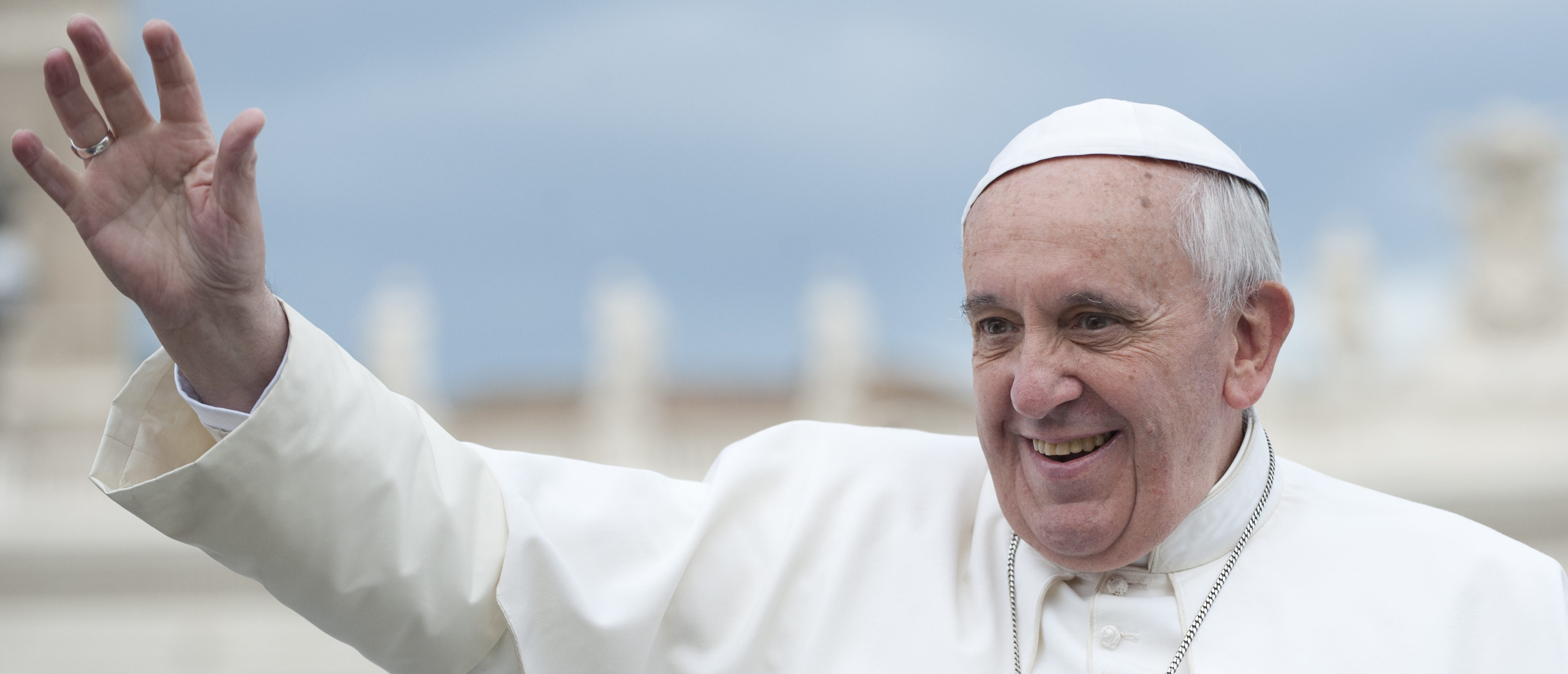 Pope Francis on the popemobile greets faithful (Shutterstock/neneo) | Pope To Visit Ireland After Almost 40 Yrs | Pope Tells Kids To Shout At Palm Sunday