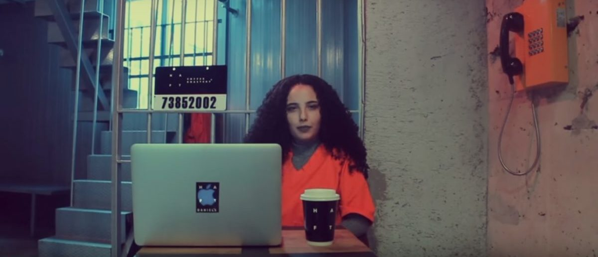 Turkish coffee shop is meant to look like a prison. (Photo: YouTube via Itsmeyagmur)