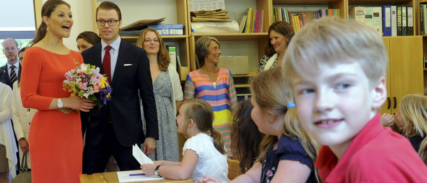 Sweden's Crown Princess Victoria and her husband Prince Daniel, the Duke of Vastergotland, speak to pupils as they visit the Swedish school in Berlin, May 27, 2011. The royal couple is on a visit to Germany with stops in Munich and Berlin. REUTERS/Maurizio Gambarini/Pool