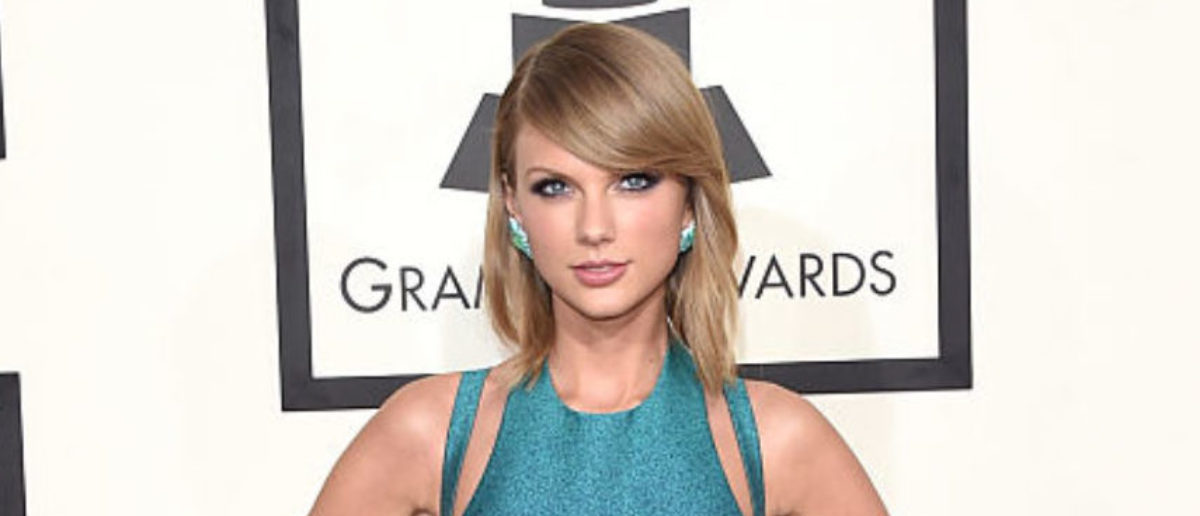 Taylor Swift Signs A Major Record Label Deal. There's A Ton Of Money On The Horizon