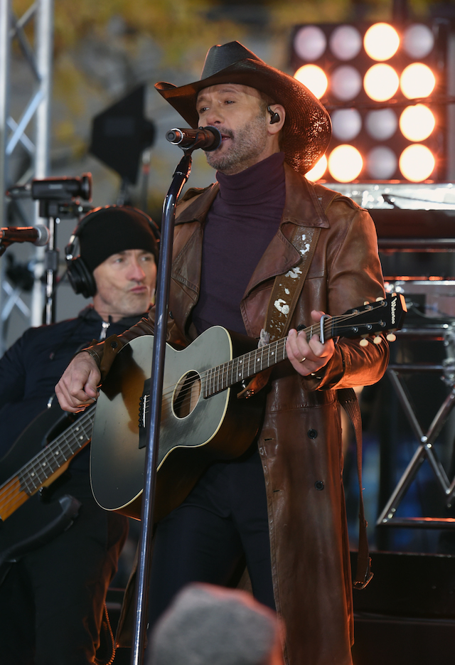 NEW YORK, NY - NOVEMBER 17: Tim McGraw performs On NBC's Today at Rockefeller Plaza on November 17, 2017 in New York City. (Photo by Jamie McCarthy/Getty Images)