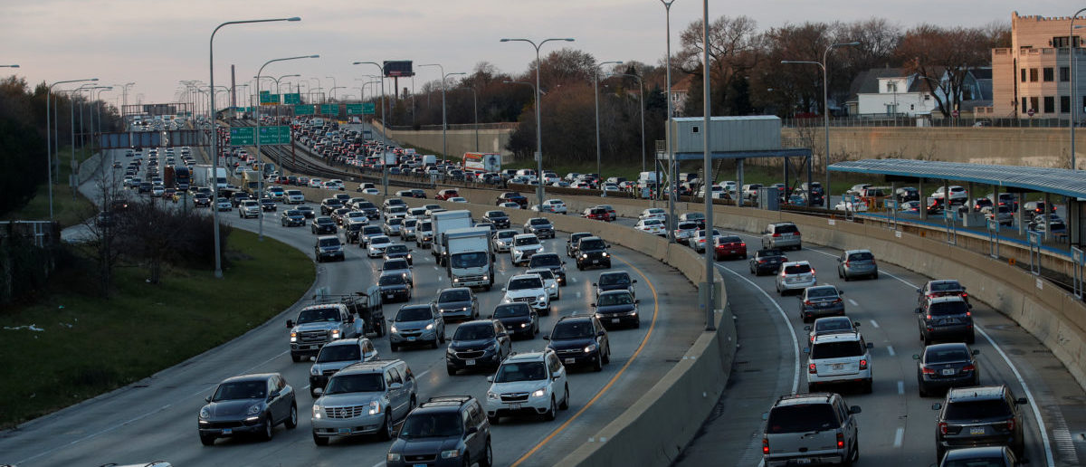 Travelers are stuck in a traffic jam as people hit the road before the busy Thanksgiving Day weekend in Chicago, Illinois, U.S., November 21, 2017. REUTERS/Kamil Krzaczynski