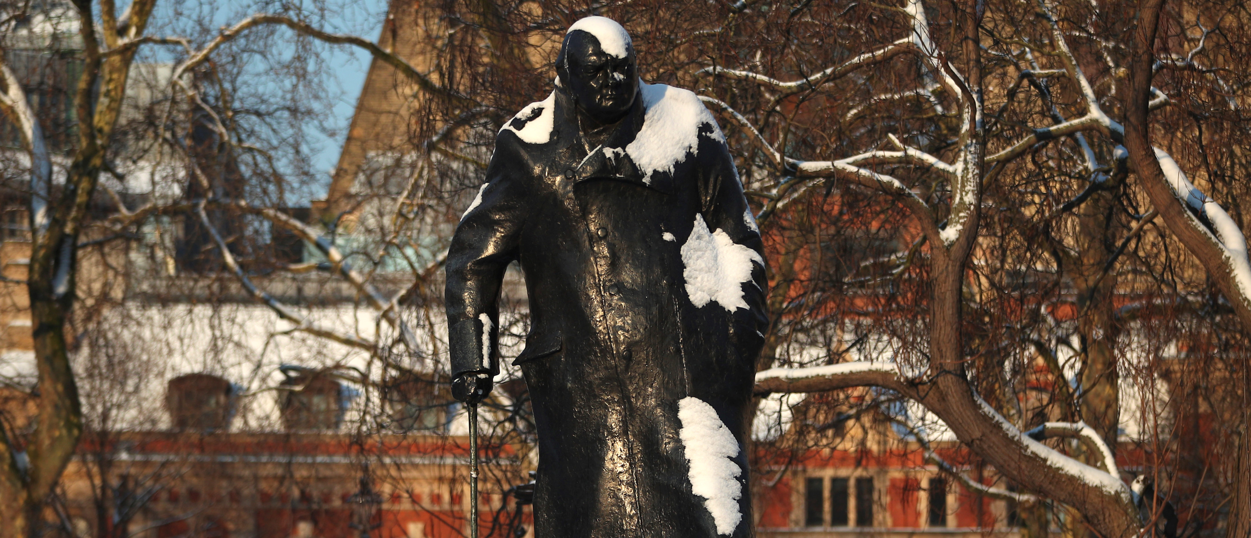 Winston Churchill's statue is dusted with snow in London, Britain, February 28, 2018. REUTERS/Hannah Mckay - RC11715EF830