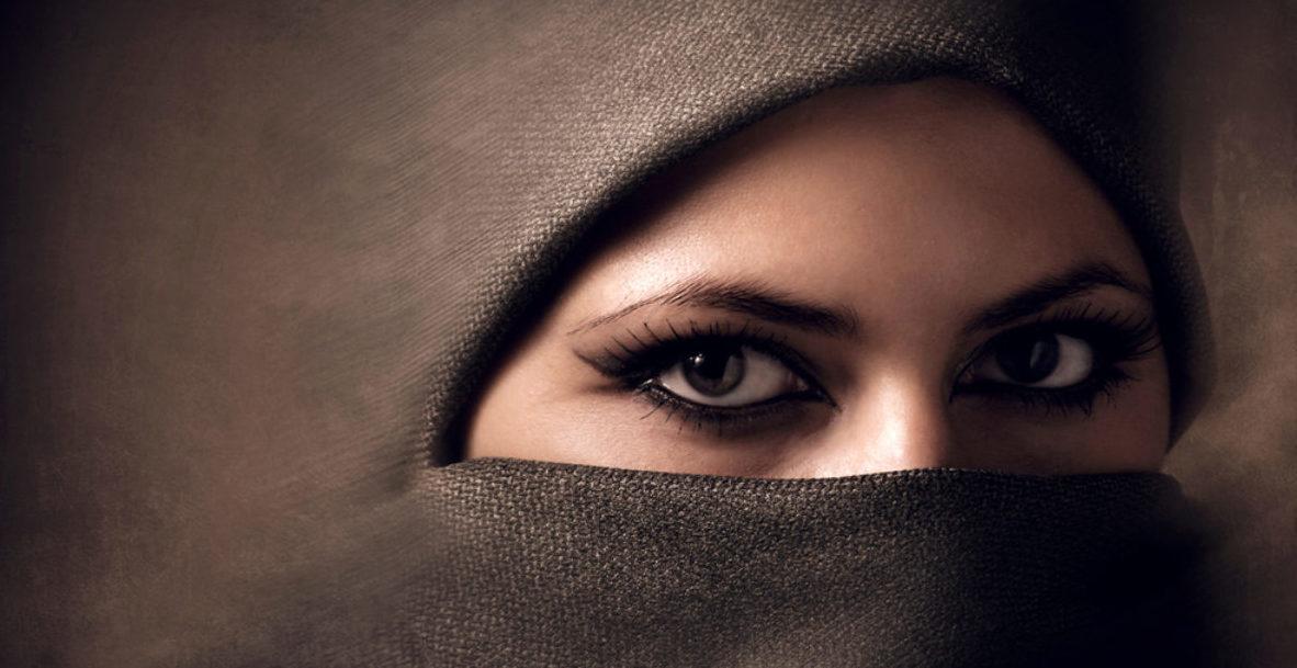 Muslim Woman Wearing A Hijab (shutterstock/ Ihor Voloshyn)