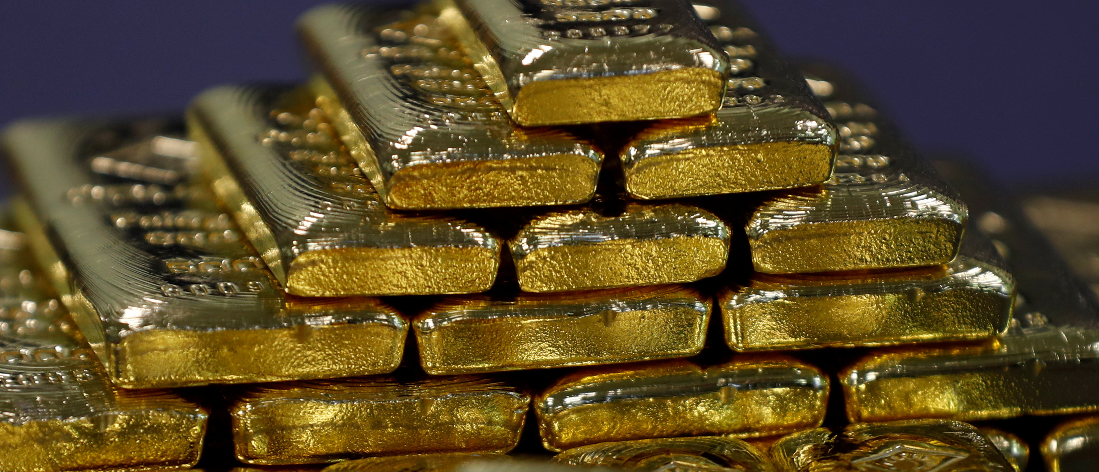 FILE PHOTO: Gold bars are seen in the Austrian Gold and Silver Separating Plant 'Oegussa' in Vienna, Austria, December 15, 2017. REUTERS/Leonhard Foeger/File Photo | Cargo Plane Drops Hundreds Of Gold Bars