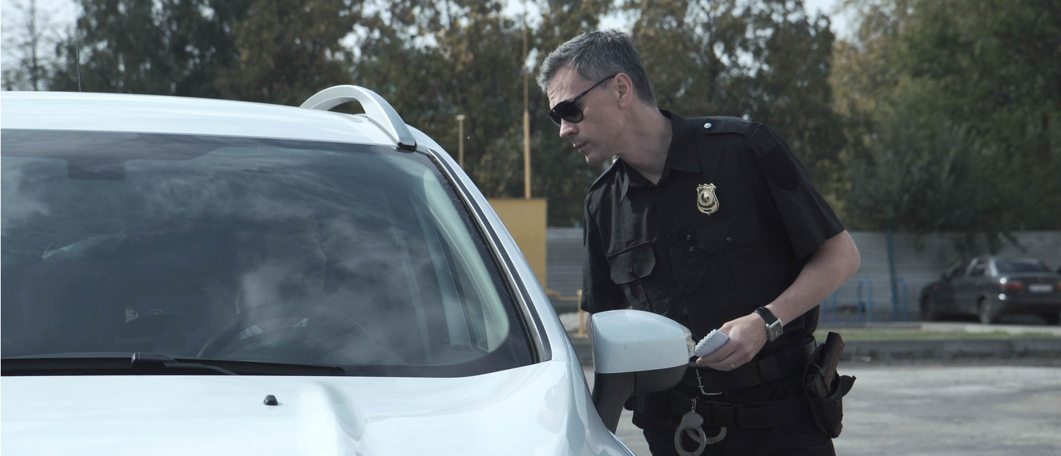 Police officer questions a driver (Photo: Shutterstock/FrameStockFootages)