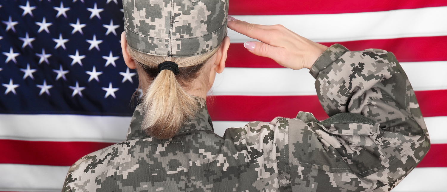 A soldier salutes the flag (Photo: Shutterstock/Africa Studio)