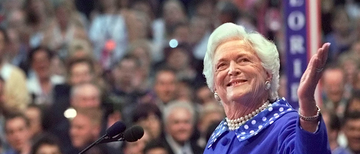 FILE PHOTO: Former U.S. first lady Barbara Bush acknowledges the cheers from the crowd as she speaks before the Republican National Convention in Philadelphia, Pennsylvania, U.S., August 1, 2000. REUTERS/Andy Clark/File Photo - RC1B7189AEC0