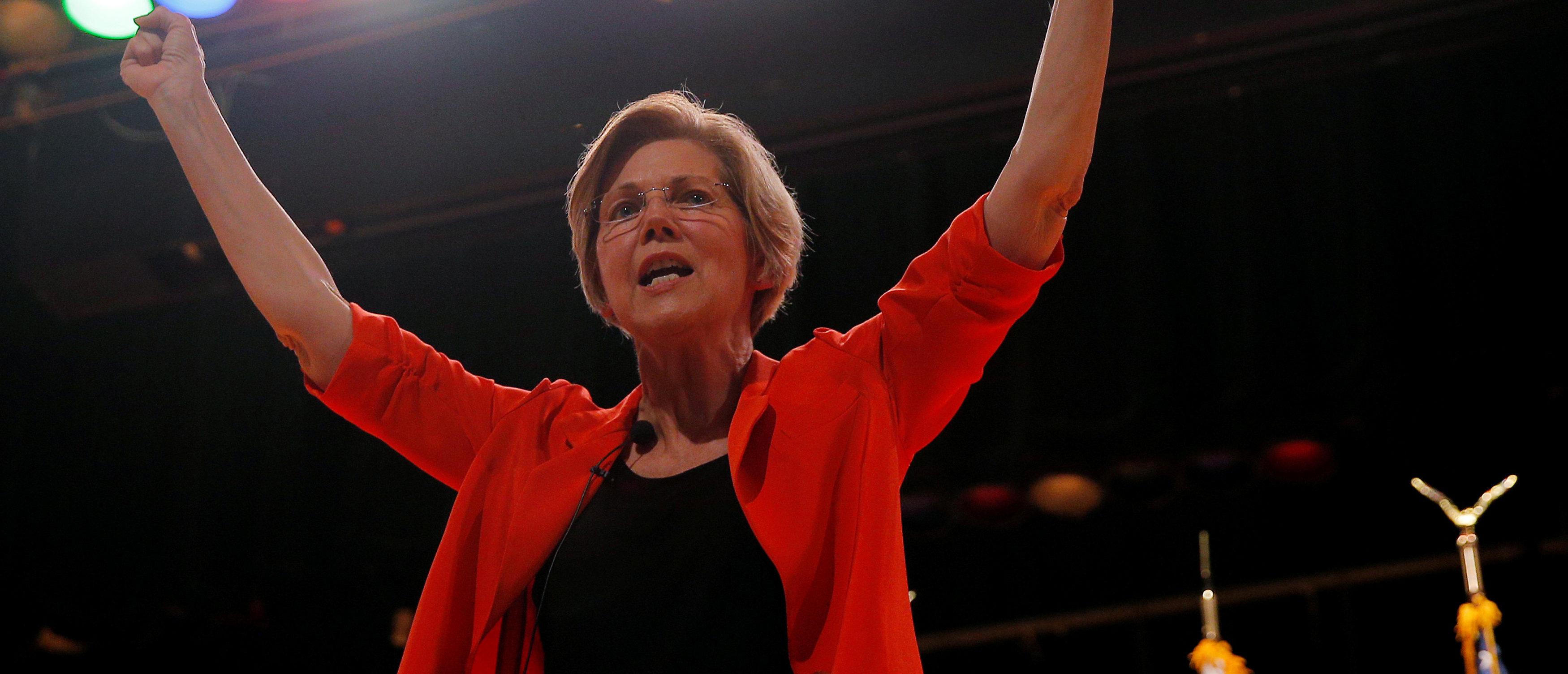 U.S. Senator Elizabeth Warren (D-MA) holds a town hall meeting in Revere, Massachusetts, August 4, 2017. REUTERS/Brian Snyder