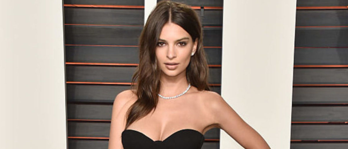 BEVERLY HILLS, CA - FEBRUARY 28: Model Emily Ratajkowski attends the 2016 Vanity Fair Oscar Party Hosted By Graydon Carter at the Wallis Annenberg Center for the Performing Arts on February 28, 2016 in Beverly Hills, California. (Photo by Pascal Le Segretain/Getty Images)